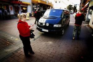 De ser dig, de hittar dig – de kommunala och privata parkeringsövervakarna.